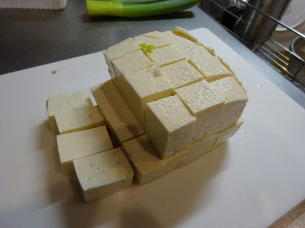 木綿豆腐大きめにカット