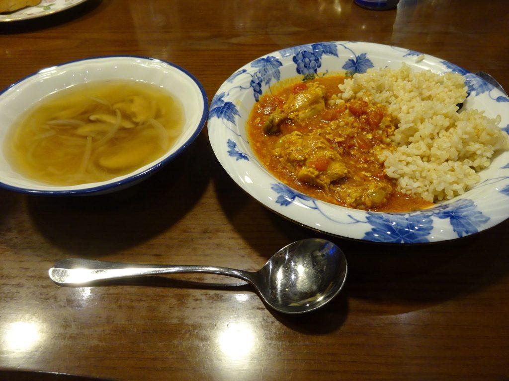 カレーとコンソメスープ