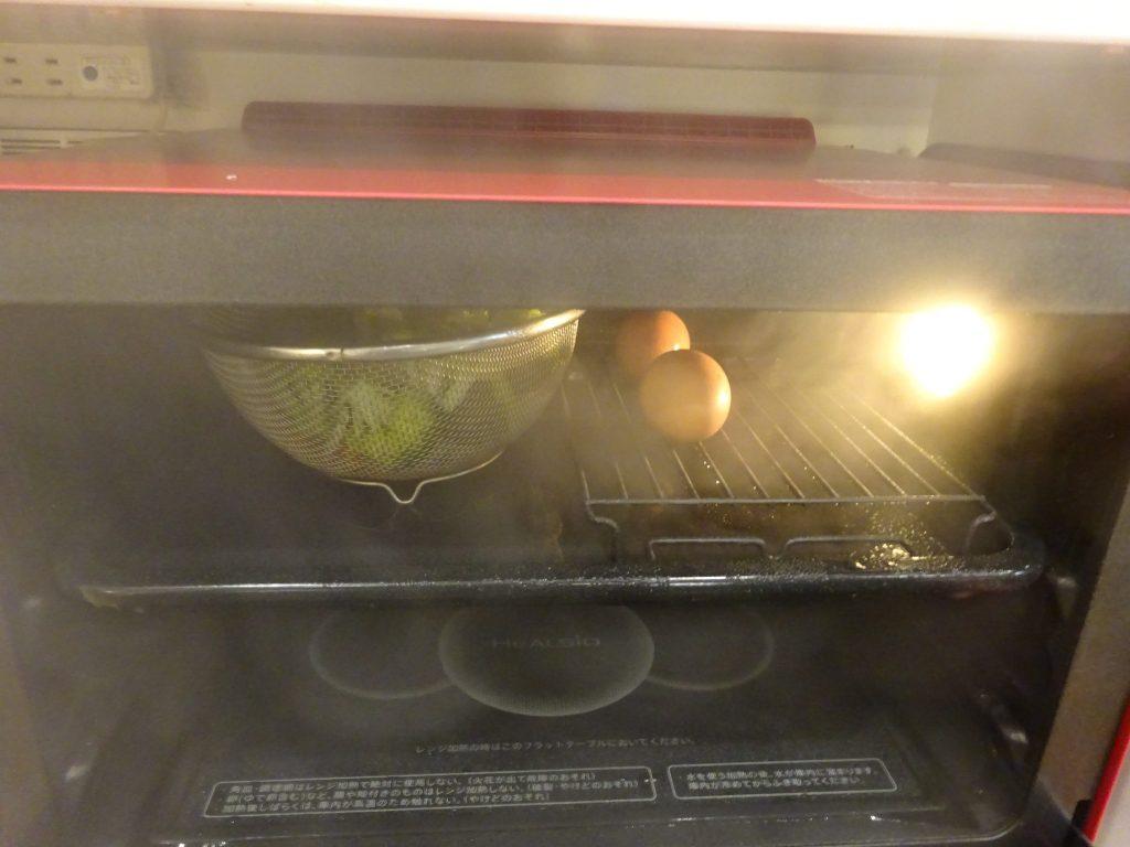 ミモザサラダ蒸し上がりで卵を残して取り出し