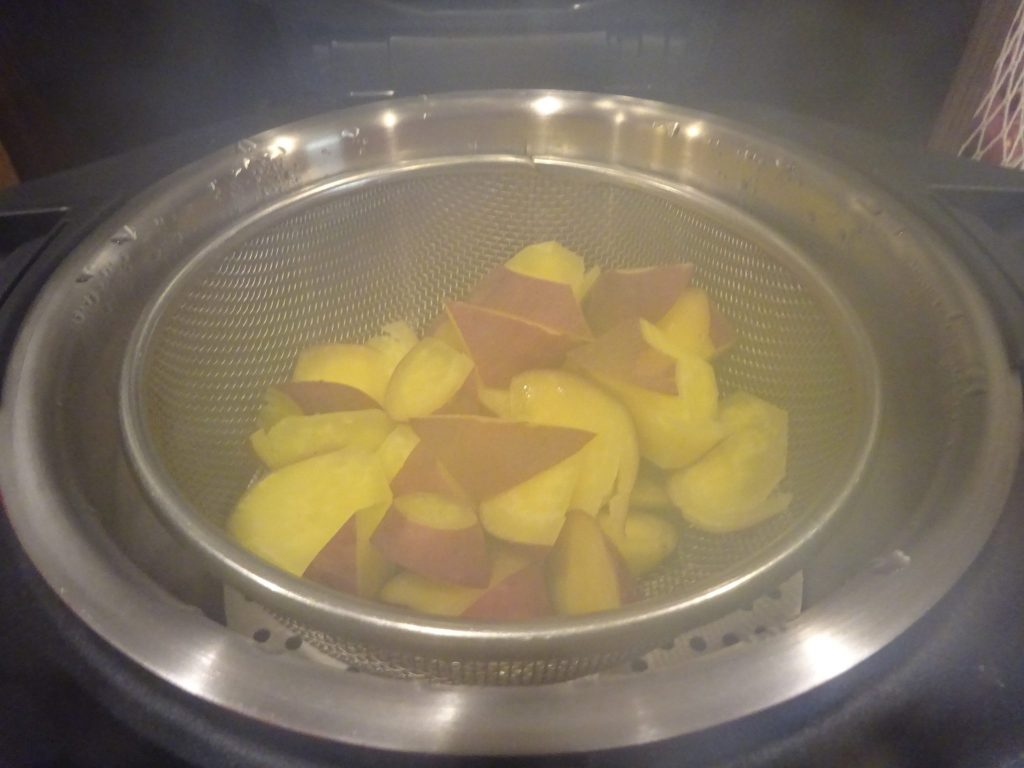 サツマイモ蒸し上がり