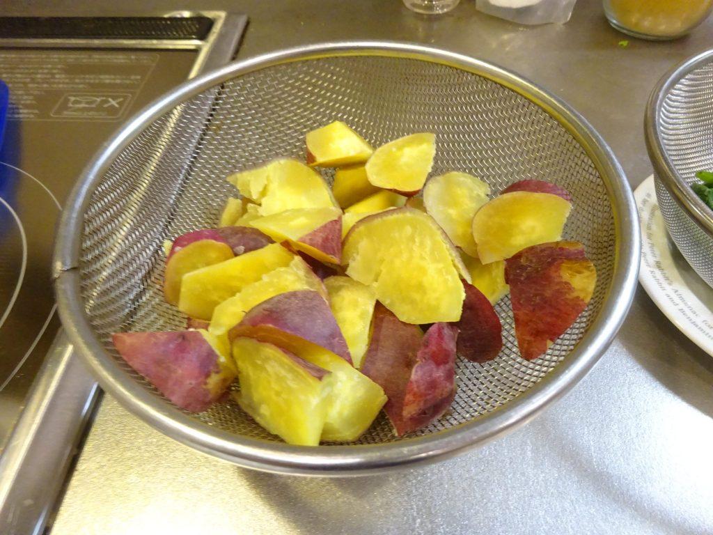蒸しサツマイモ