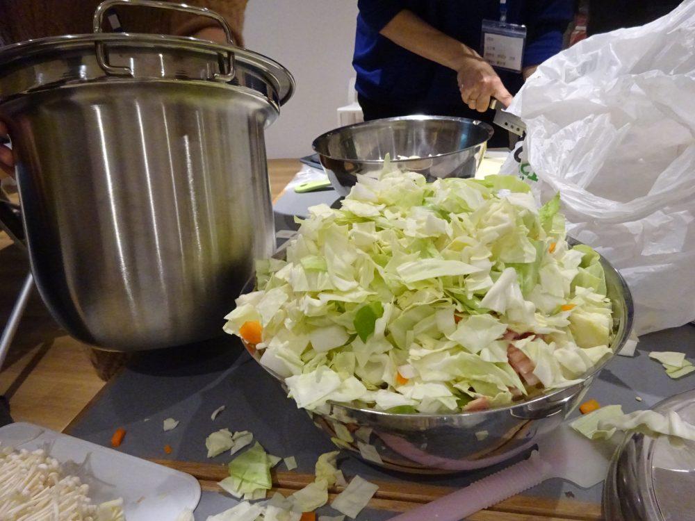 大量の野菜が入ったミネストローネ