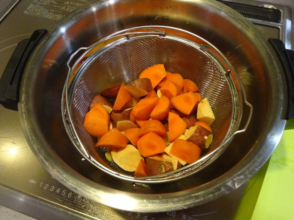 蒸しただけのニンジンとサツマイモ