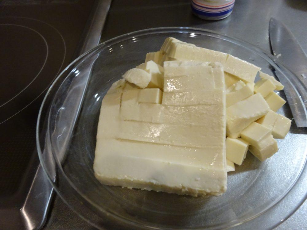 賽の目に切った豆腐をレンジ加熱