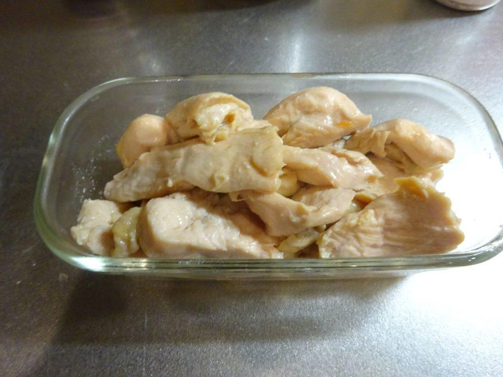 ガラス容器に入れて鶏ハムを保存