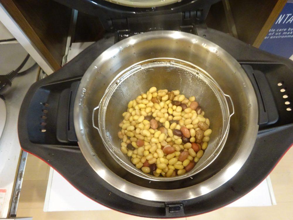 ホットクックで蒸し大豆