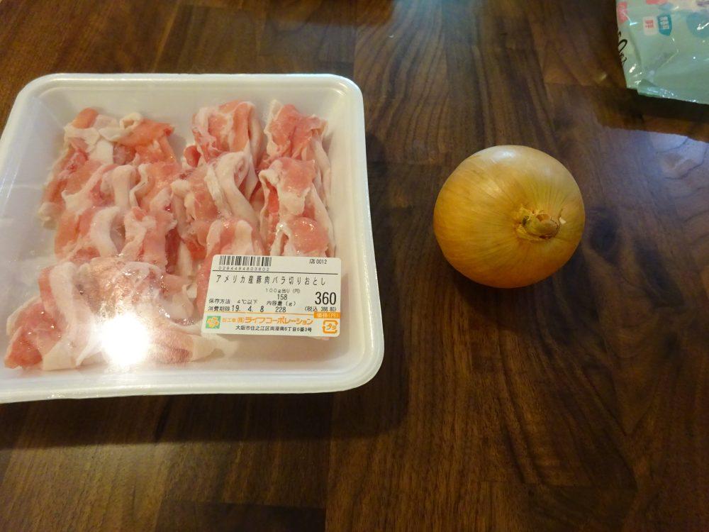 豚丼材料は豚バラと玉ねぎだけ