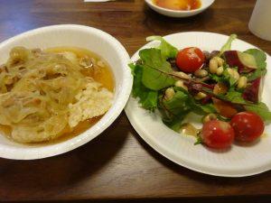 食物繊維豊富な蒸し野菜サラダと共に