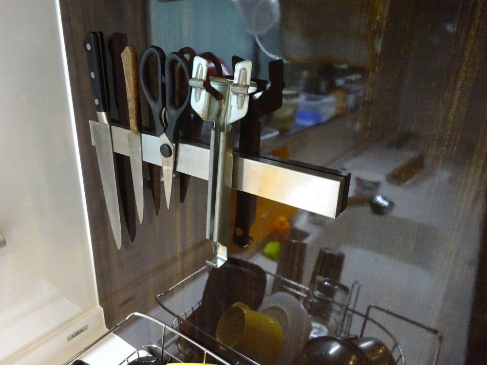 Senbowe ナイフラック 磁気包丁立てに包丁、ハサミを付けてみた