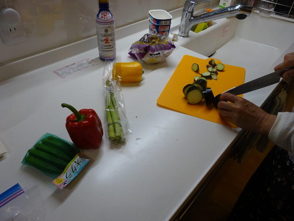 野菜を切るのは手伝ってもらった