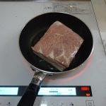 おもてなし料理、メインは低温調理の「焼き豚風、豚ハム」