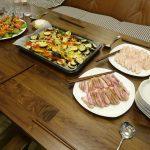 連休中のおもてなしで、ヘルシオ使った野菜のチーズ乗せオーブン焼きを作りました。