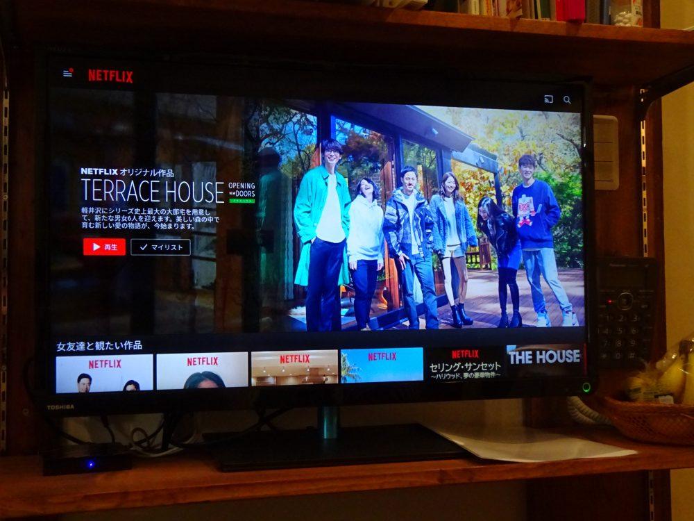 キッチンのテレビで出がるにYoutubeとNetflex