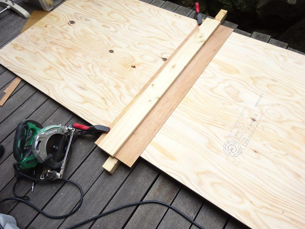 構造用合板をカット
