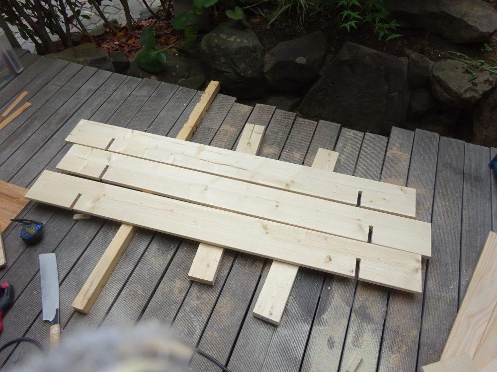 2×6材も丸鋸とドリルで加工