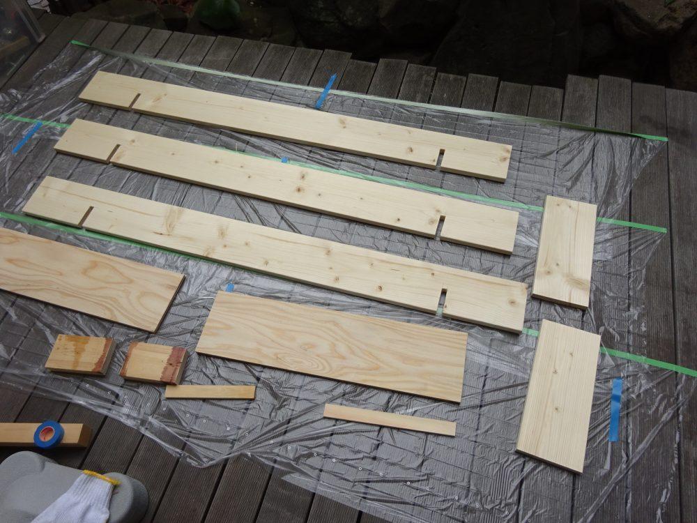 木材をオイルステインで塗装
