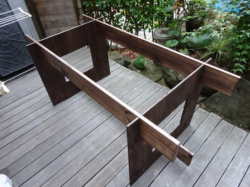 ダイニングテーブルの土台完成