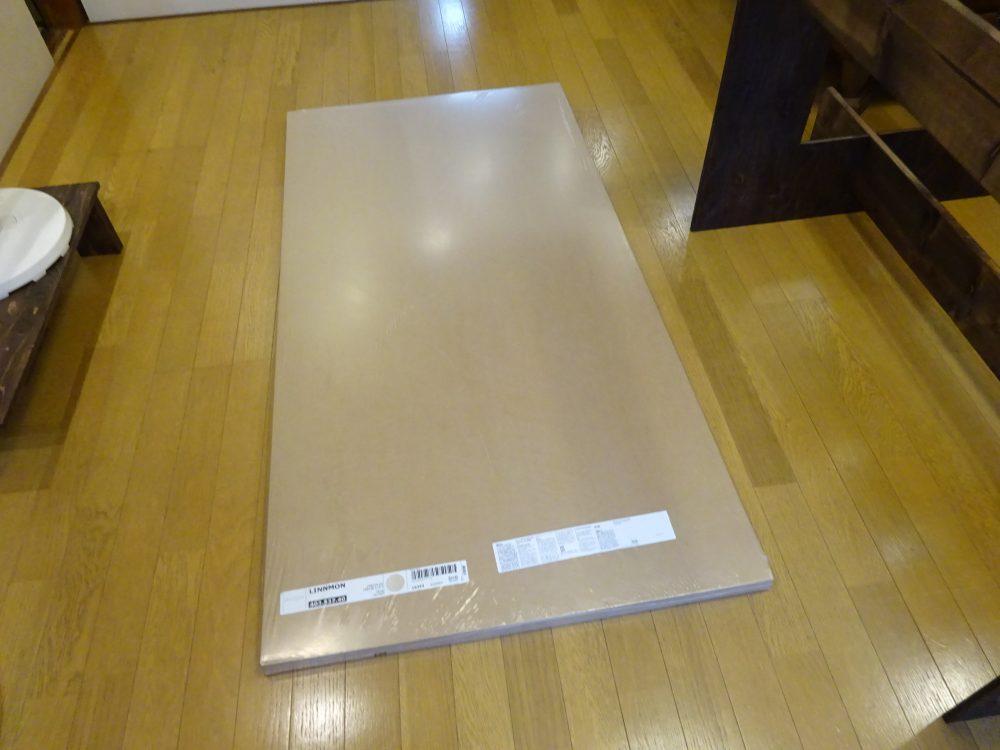 ダイニングテーブルの天板はIKEA製