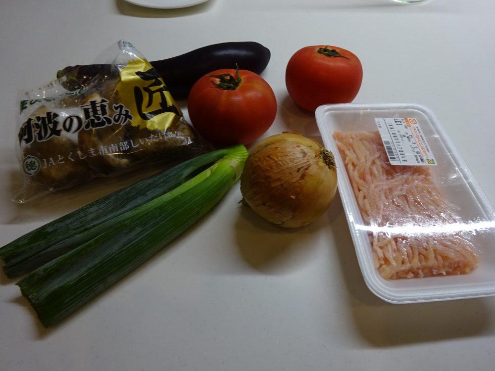 鶏ミンチ肉を使ったトマトのスープ