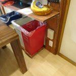 キッチンのゴミ箱置き場が気に入らない。ルンバが通れないので掃除が行き届かないその1