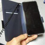 Zenfone6手帳型ケースのストラップ位置が使いにくいので付け替えました。
