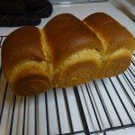 初の挑戦になります。パン型で作る全粒粉100%の食パン
