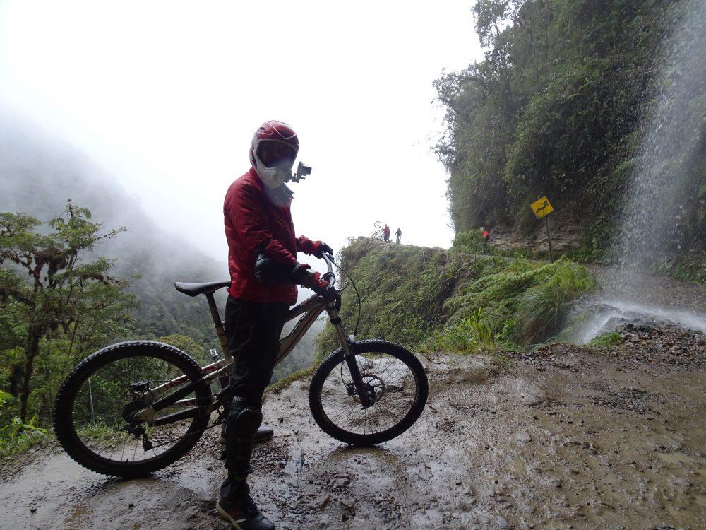 デスロードマウンテンバイクツアー
