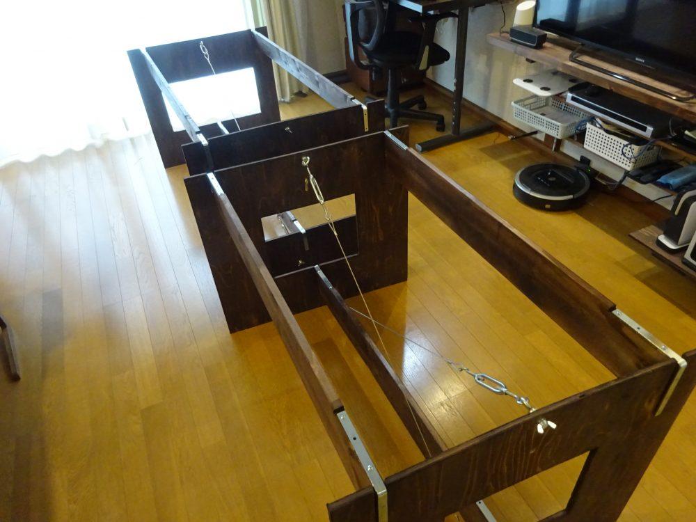 薄型収納できるイベント用ダイニングテーブルの仮組