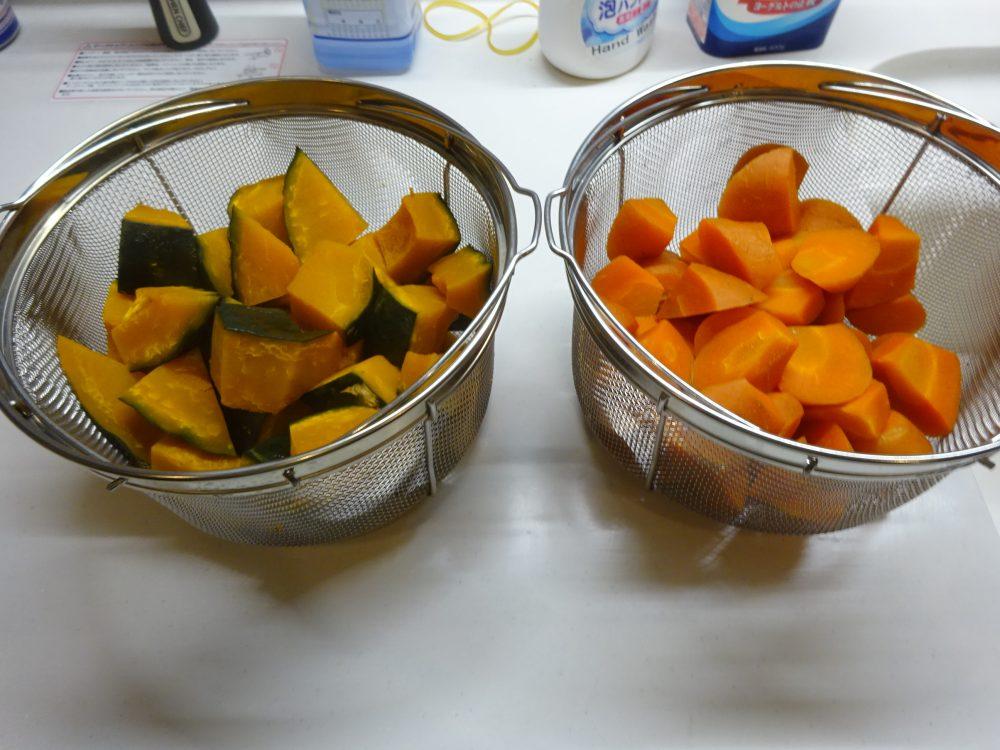 蒸したかぼちゃとニンジン