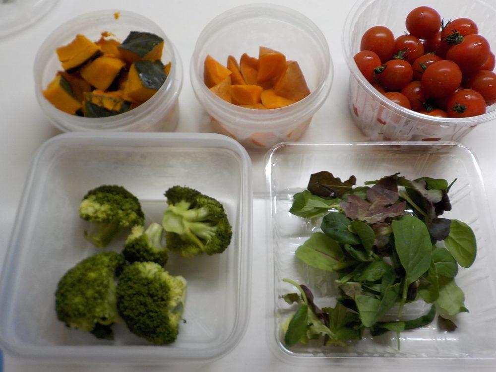 冷蔵保存した蒸野菜を盛りつけるだけ