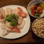 味付け無しの手間なし鶏ハム、後からオリーブオイルと塩だけで味を付けたらもっと美味しかった。
