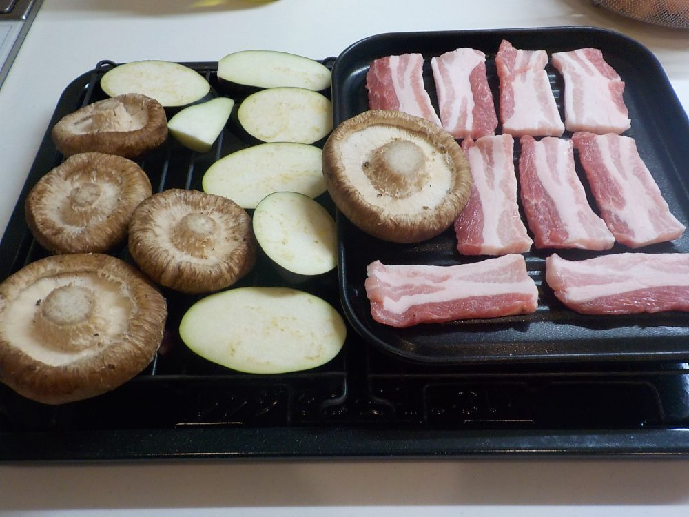 夕ご飯はヘルシオで焼く豚バラ焼き肉